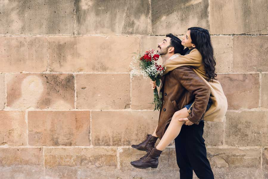 couple celebrates Valentine's Day in Barcelona